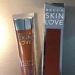 BECCA Makeup - BECCA SKIN WEIGHTLESS FOUNDATION IN WALNUT